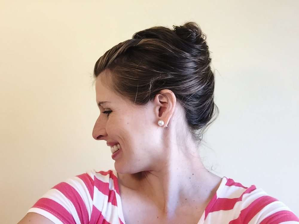 How to style your hair right out of the shower, without blow drying or using hair styling tools. Love these easy wet hair styles for busy moms!