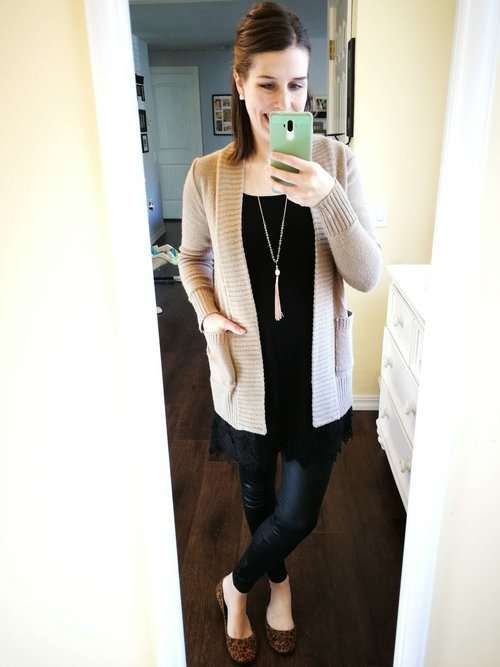 Classy modest ways to wear faux leather leggings. Casual chic outfit ideas for winter or fall that cover your butt. Using a lace extender cami under your top.