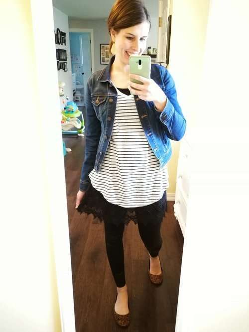 Classy modest ways to wear faux leather leggings. Casual outfit ideas for winter or fall that cover your butt. Striped Tee + Extender Cami + Leopard Flats.