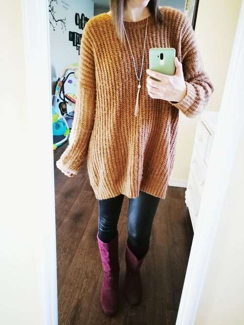 How to wear faux leather leggings. Casual outfit idea for winter or fall that covers your butt. Sweater dress + tassel necklace + boots. So cozy!