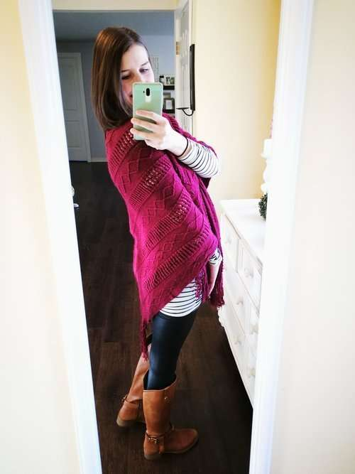 How to wear faux leather leggings. Casual outfit idea for winter or fall that cover your butt. Long Sleeve shirt + Poncho Shawl + Riding Boots. So cute!