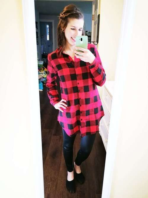 The basic formula: a tunic plaid shirt + faux leather leggings… so easy!