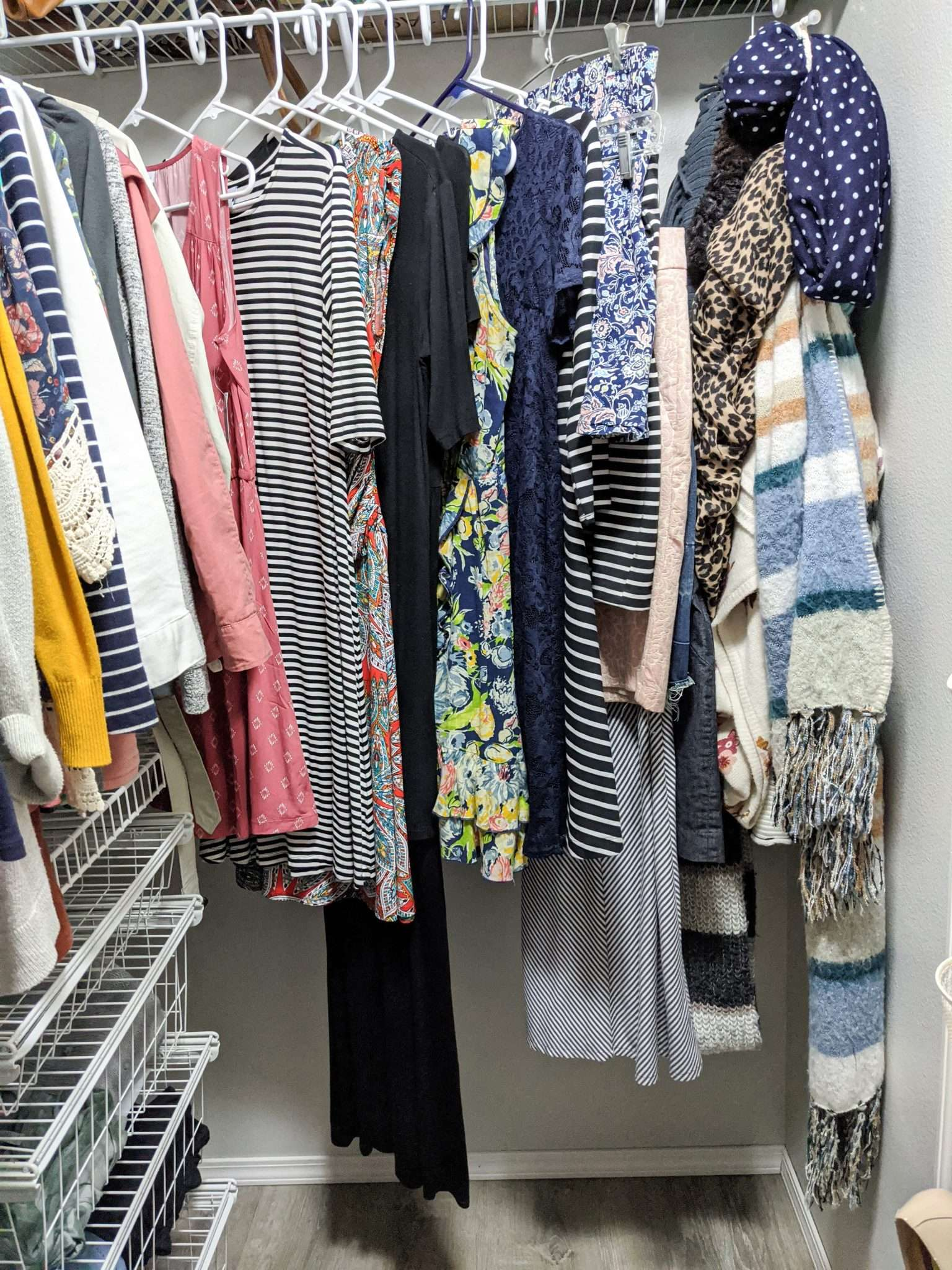 How to organize your closet - the best way to organize your dresses, skirts and scarves.