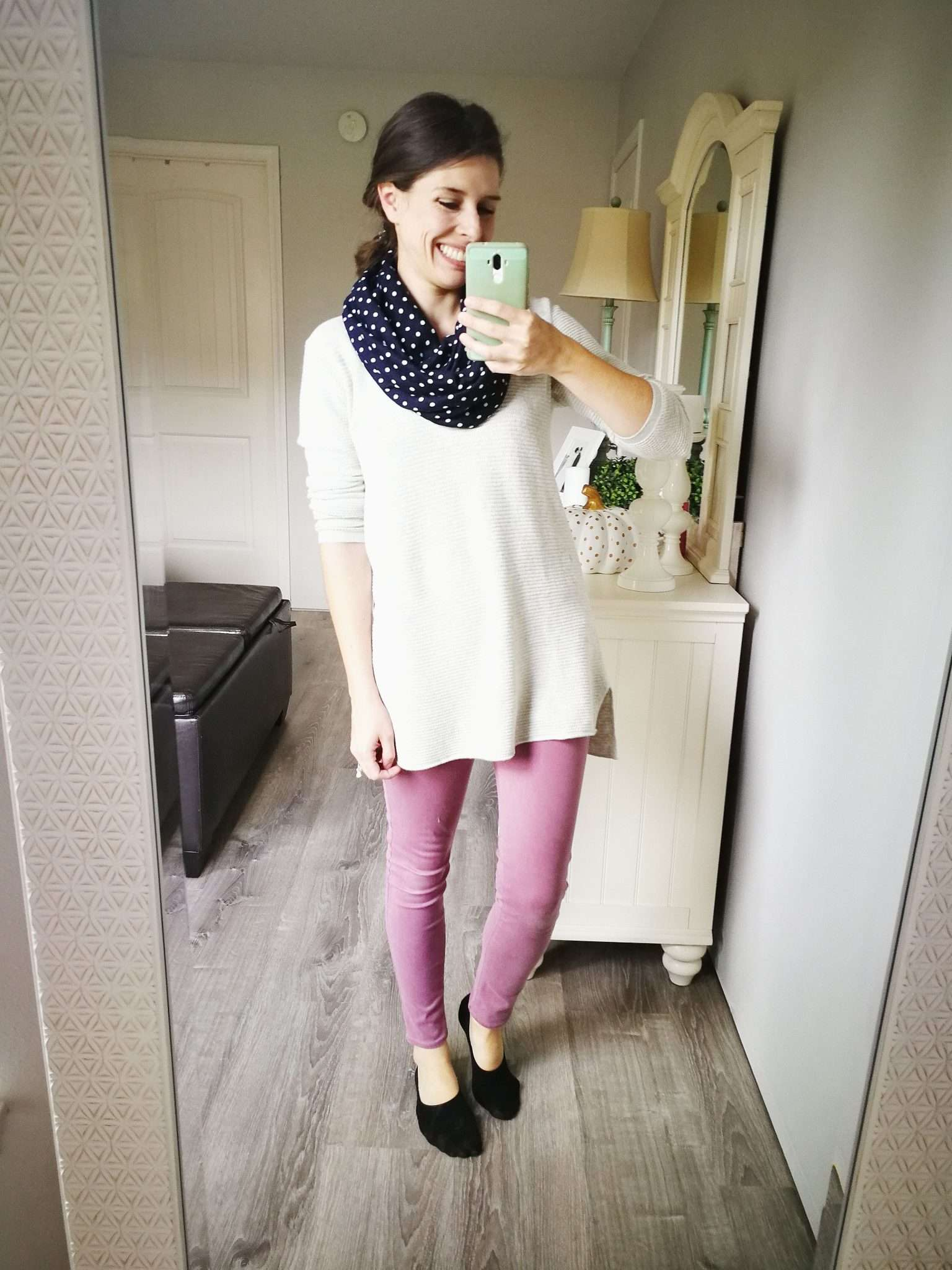 How to wear a long sweater without looking frumpy - slouchy top with skinny pants.