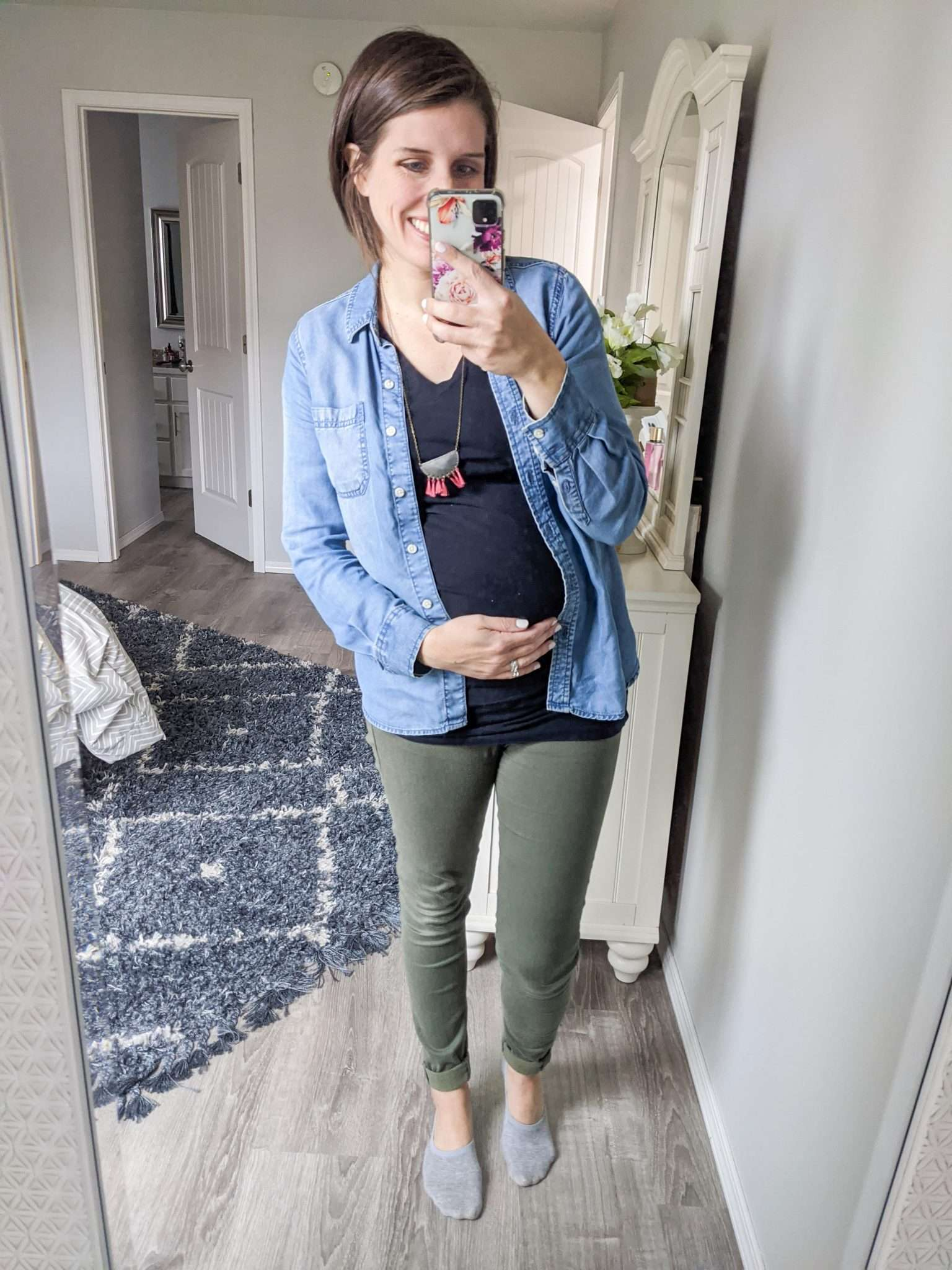 How to Put Together Complete Outfits from Your Maternity Capsule Wardrobe - What to wear when pregnant - What kind of clothes to wear during pregnancy (13)