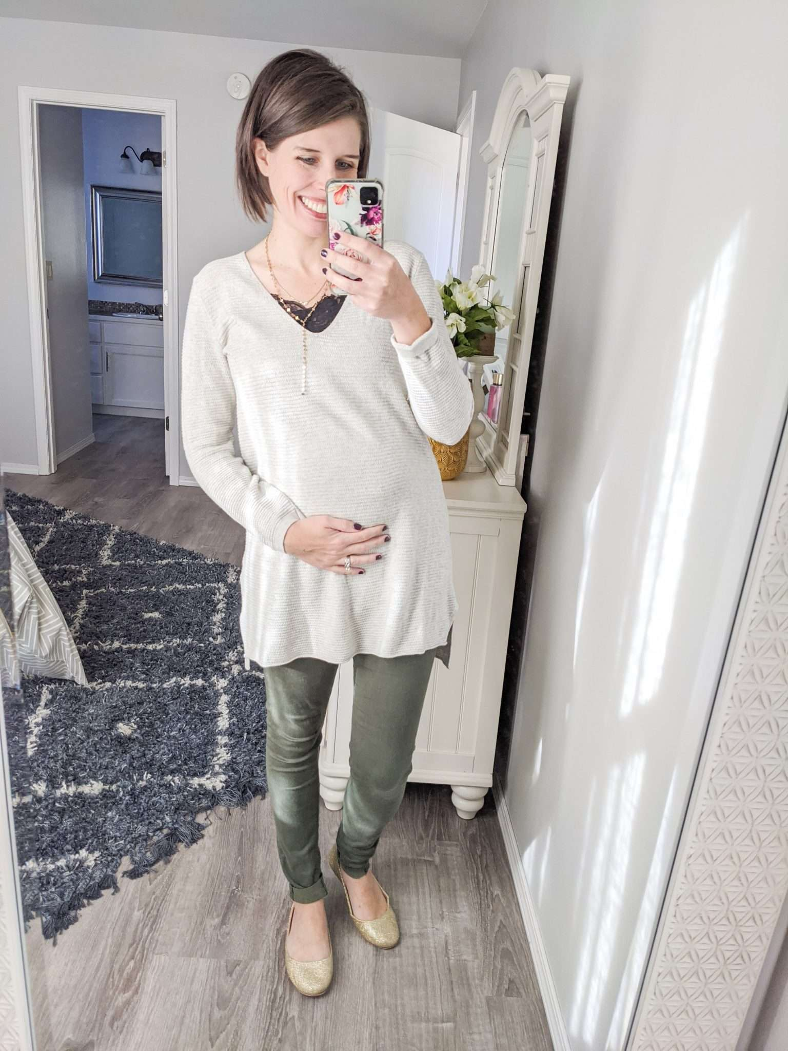 How to Put Together Complete Outfits from Your Maternity Capsule Wardrobe - What to wear when pregnant - What kind of clothes to wear during pregnancy (7)