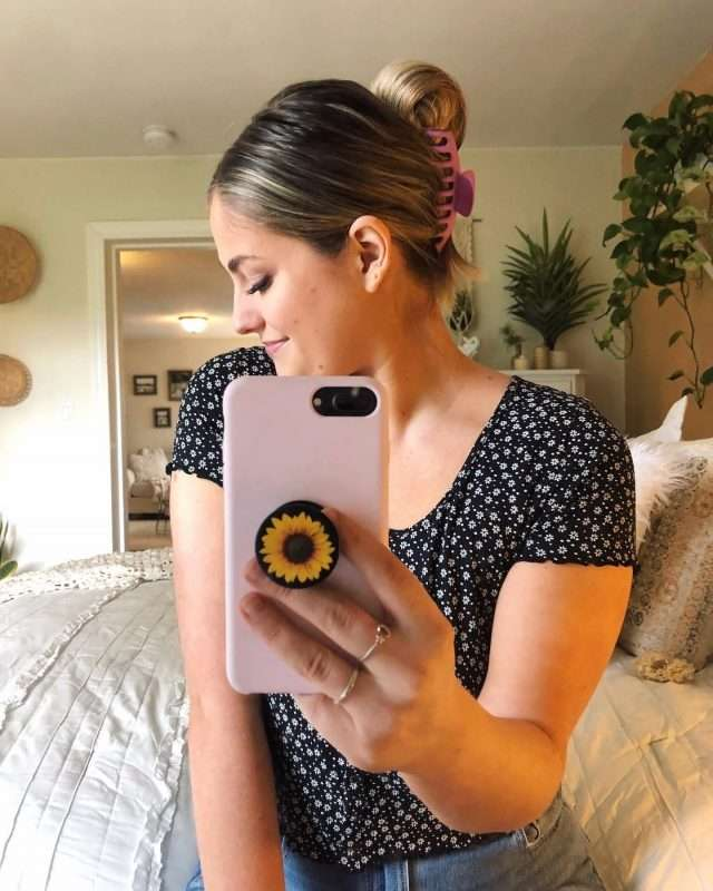 How to refresh your hairstyle with current 2021 trends that are easy and simple to do for moms. #hairstyle #trends #fashion #momlife #ideas