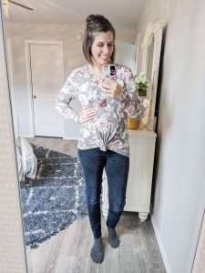 Easy to create maternity outfits I wore during the spring and summer using a minimalist capsule wardrobe #spring #winter #style #maternity #pregnancy #outfits