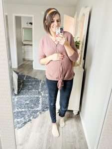 Easy stylish maternity outfits for any pregnancy. These outfits work for all seasons! #maternity #pregnancy #momlife #style #outfits